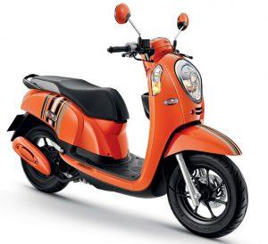 Honda Scoopy i   clubอีกรุ่นหนึ่งของค่าย Honda  ที่วัยรุ่น นิยมใช้  เพิ่มใหม่อีก 4 สี ได้แก่ สีส้ม  สีน้ำเงิน สีเทา และสี ดำ เป็นลายใหม่ ของปี 2014